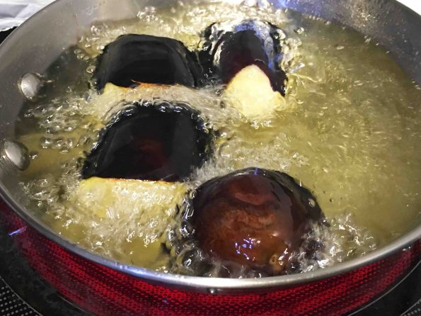 deep frying brinjal in oil