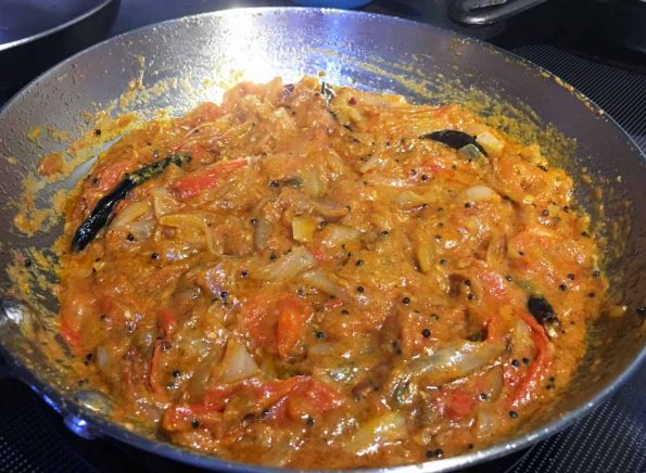 tomato onion gravy for chapathi rice