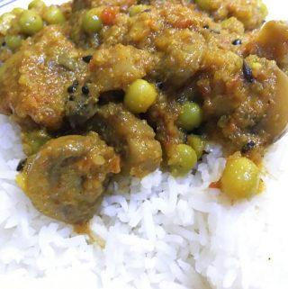 Indian Mushroom Curry Recipe – Mushroom Peas Curry Recipe – Mushroom And Peas Curry