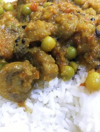 indian mushroom curry recipe with green peas
