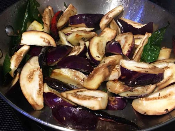 how to make brinjal mezhukkupuratti