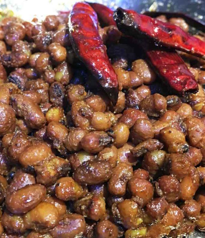 Vanpayar Mezhukkupuratti – Red Cowpeas Stir Fry Recipe South Indian Kerala Style