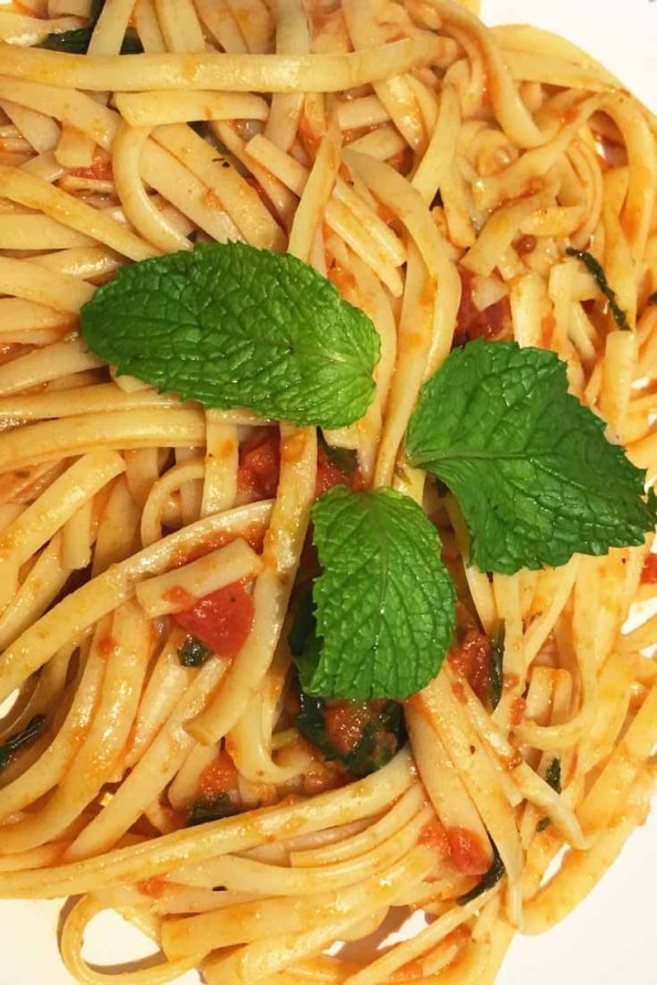 linguine pasta with fresh tomatoes and mint leaves