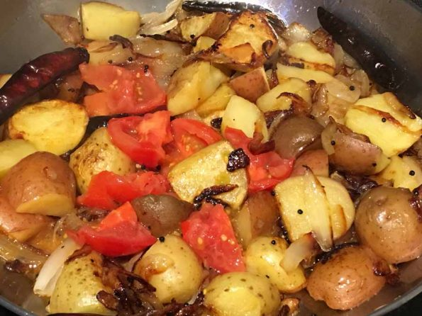make pan fried potatoes with tomatoes