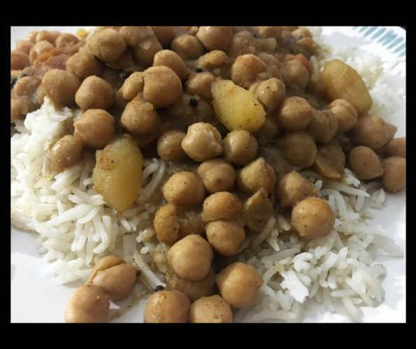 how to make chickpea curry with potatoes