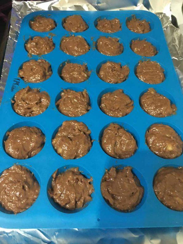 how to make banana chocolate mini muffins