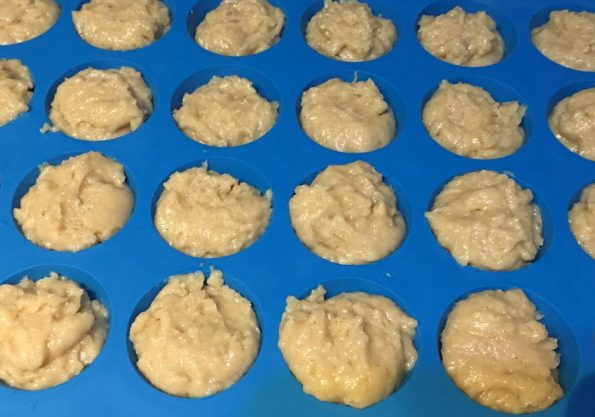 how to prepare cinnamon applesauce muffins from scratch