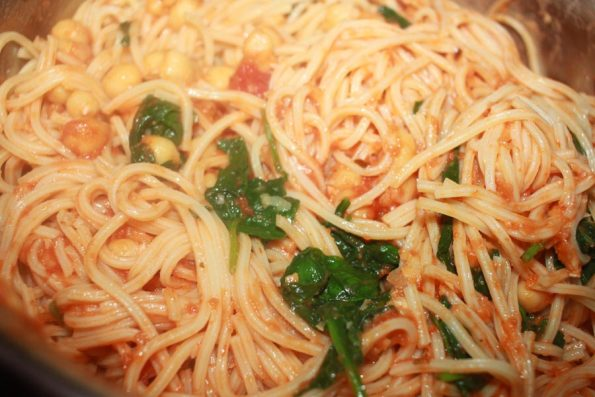 how to make pasta with chickpeas and spinach