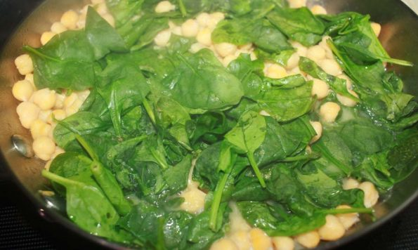 how to make pasta with chickpeas and spinach leaves
