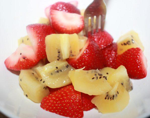 kiwi salad with strawberries