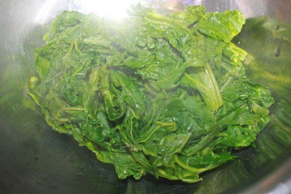 boiled mustard greens leaves