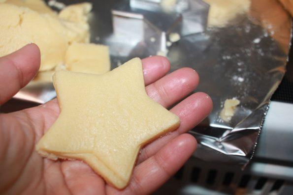 making christmas sugar cookies star shape
