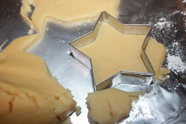 making star shaped christmas cookies