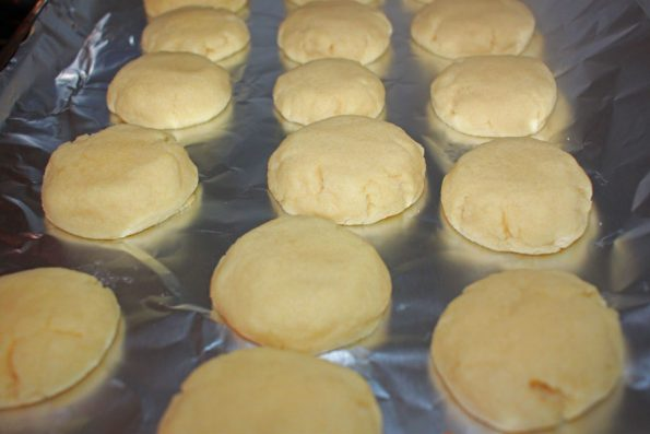 plain round sugar cookies