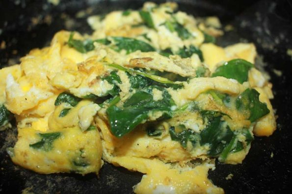 make egg scrambled with spinach