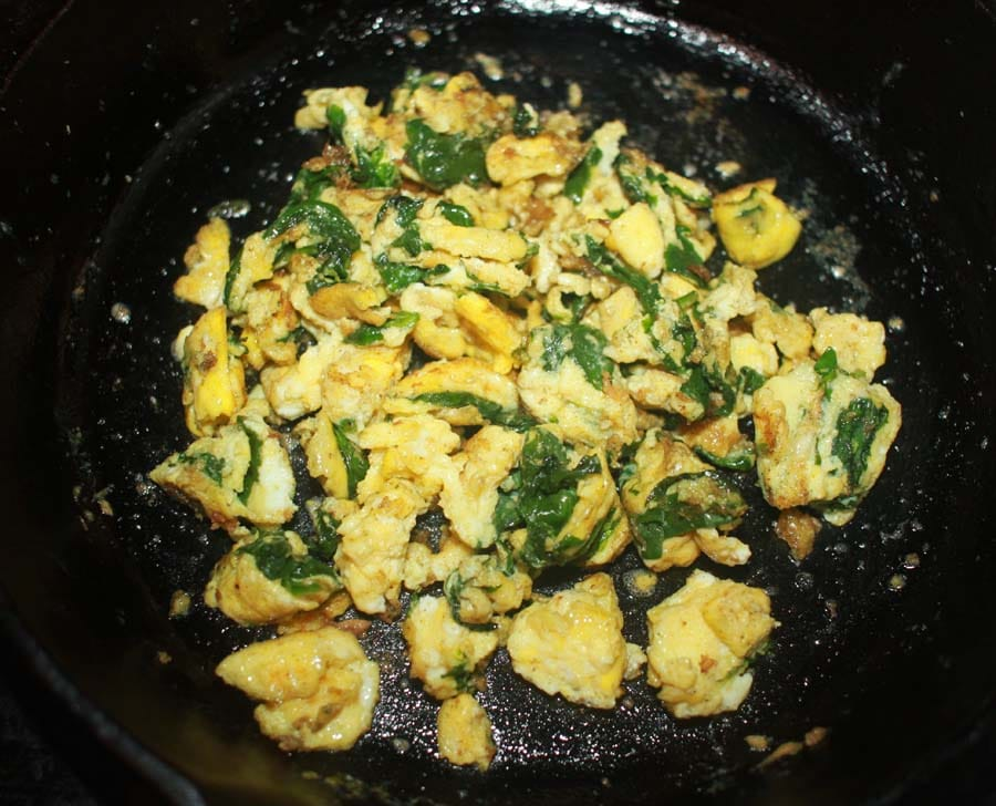scrambled eggs with spinach leaves