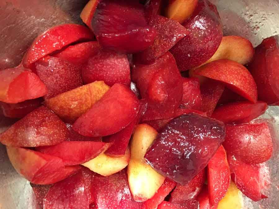 sliced red plums for jam
