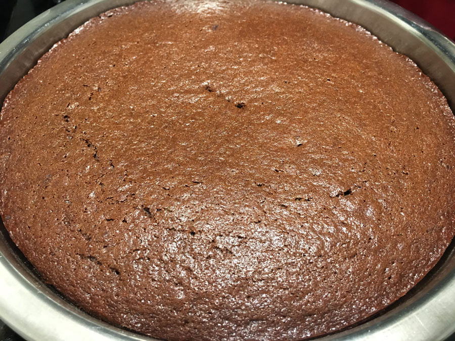 moist chocolate cake without frosting