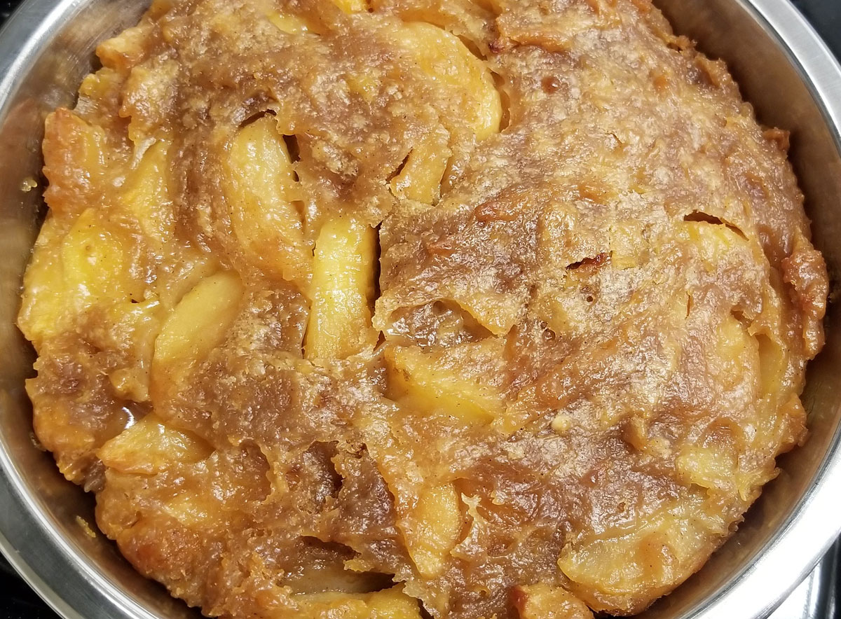 apple cobbler with fresh apples