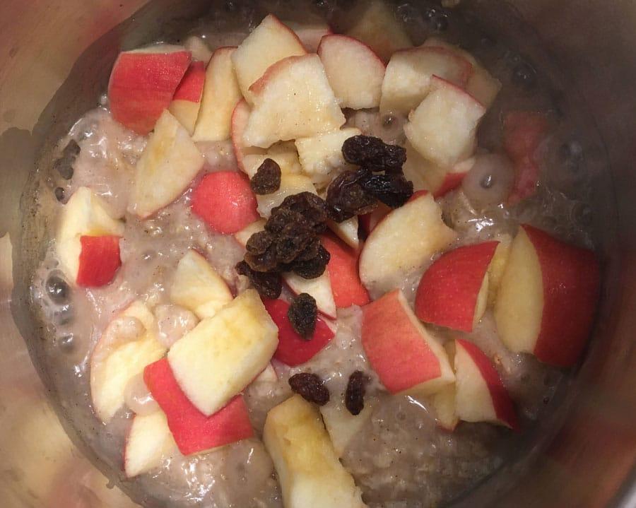 vegan oatmeal with apples & cinnamon