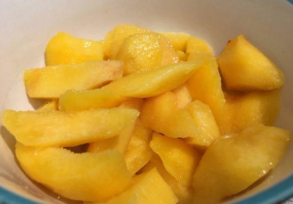 sliced yellow peaches
