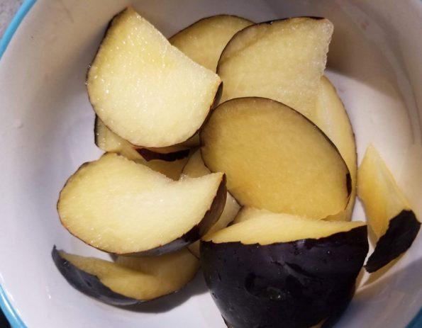 sliced black plums