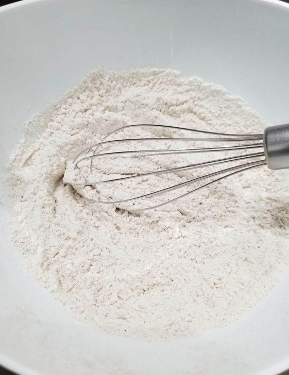 mixing flour with cinnamon powder