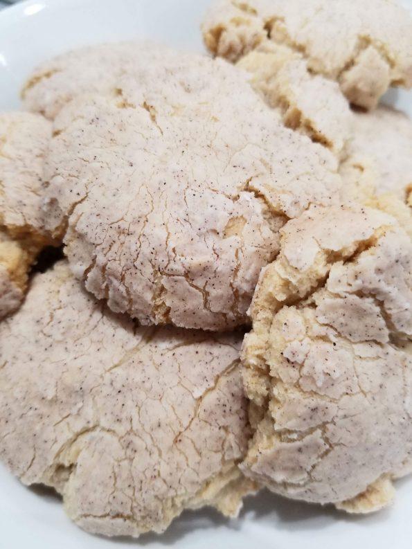 vanilla crinkle cookies with cinnamon