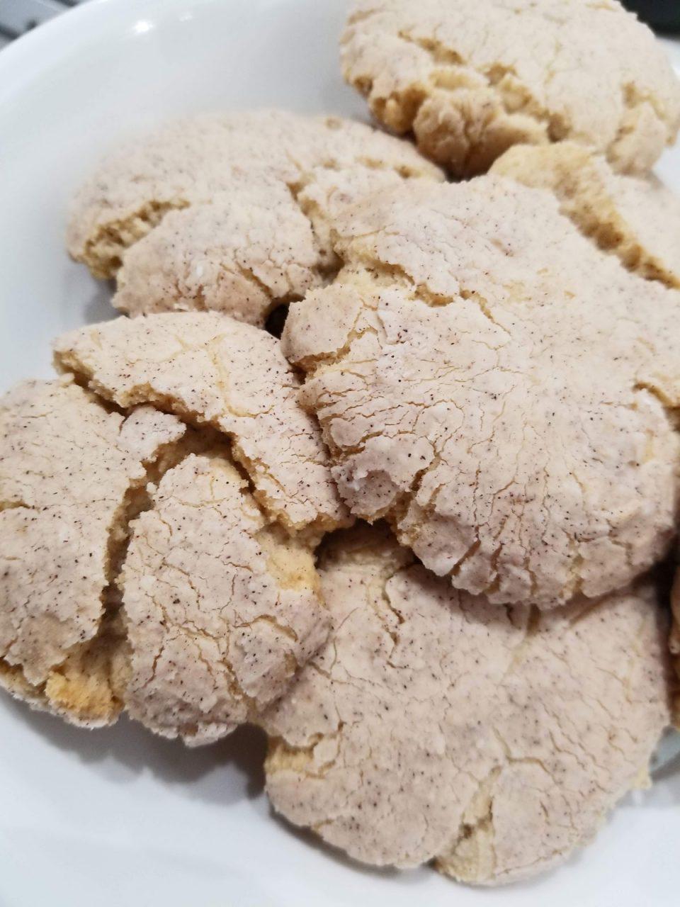 cinnamon vanilla crinkle cookies eggless
