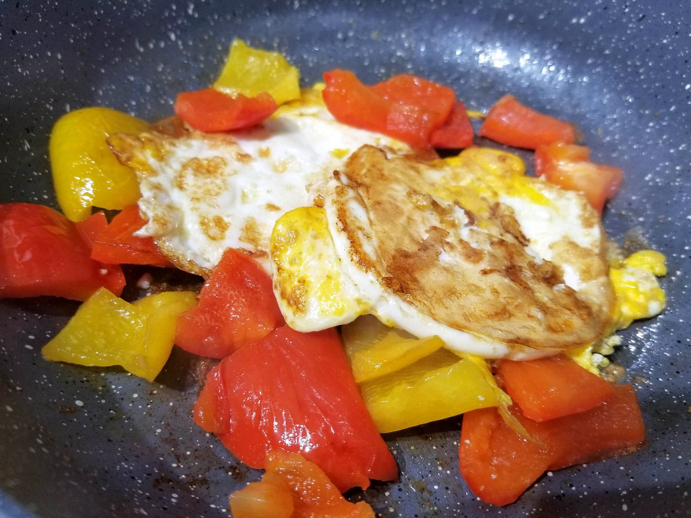 stir fried bell peppers with fried eggs