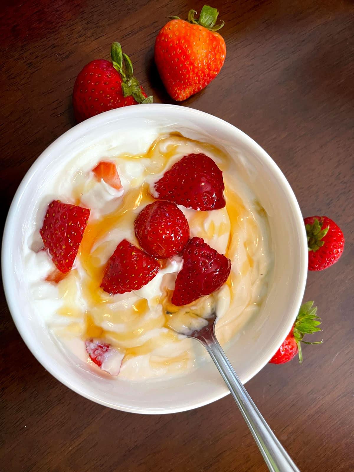 greek yogurt with strawberry and honey