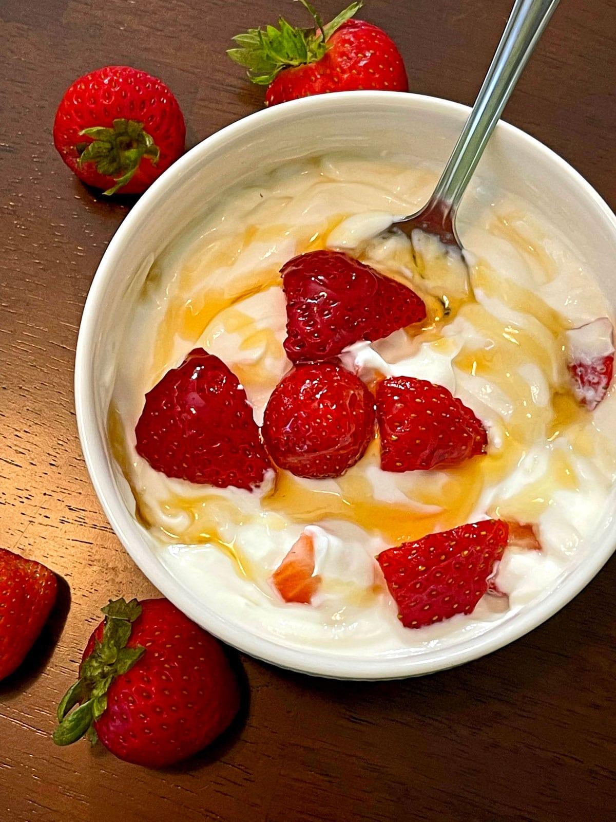 greek yogurt with honey and strawberries