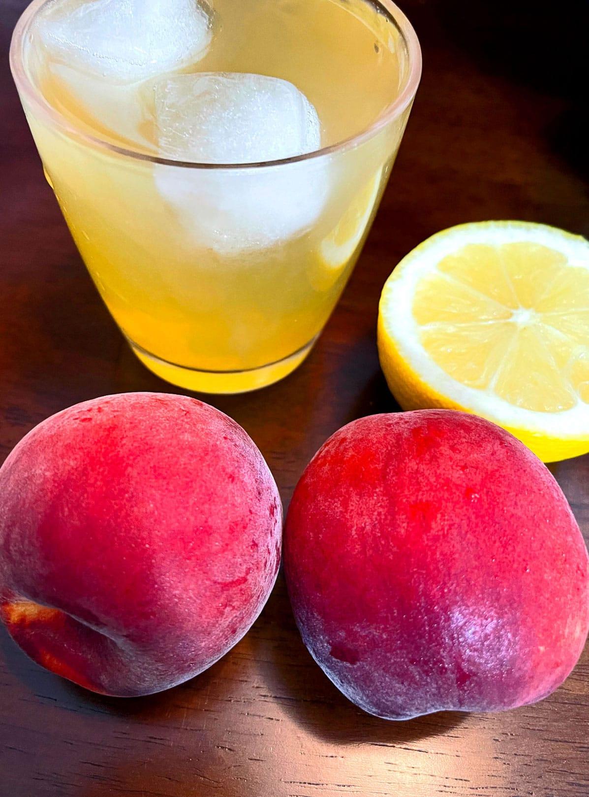 iced peach green tea lemonade