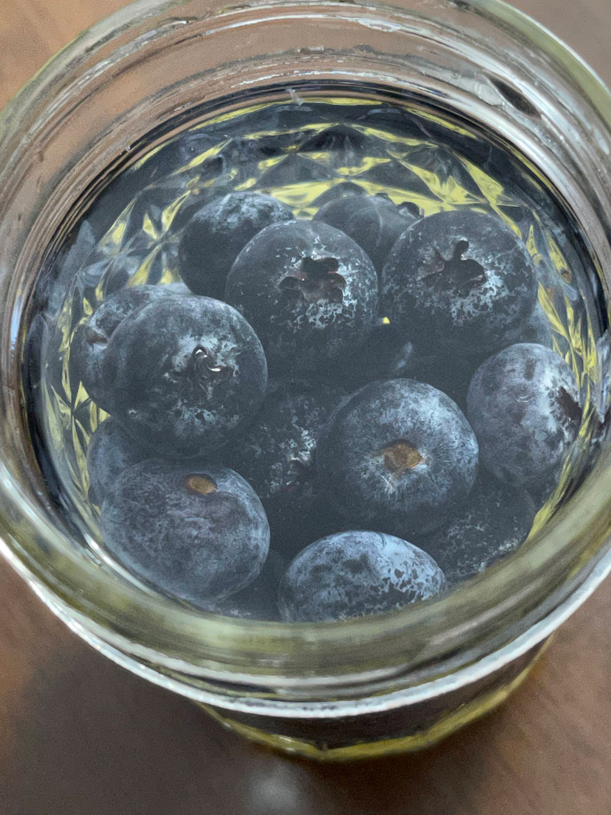 blueberry water with lemon slices